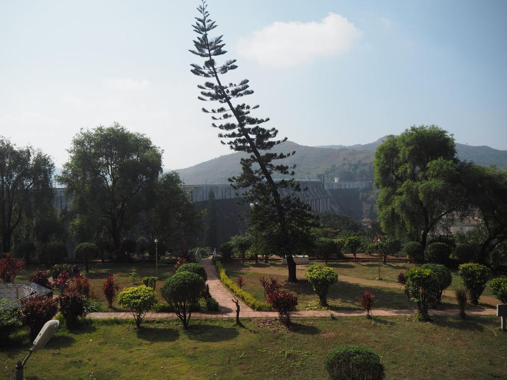 Парк возле дамбы Верхняя Колам